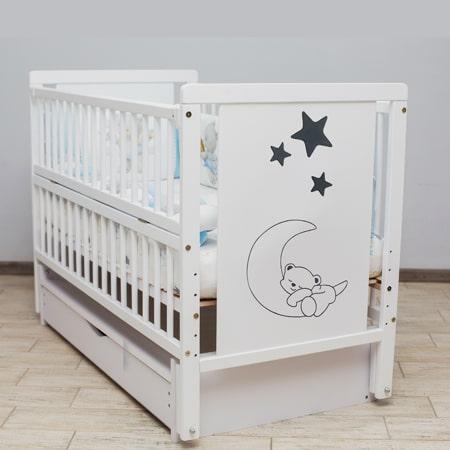 Детская кроватка Мишка на месяце 2 белая с закрытым ящиком, вставками МДФ и красивым рисунком