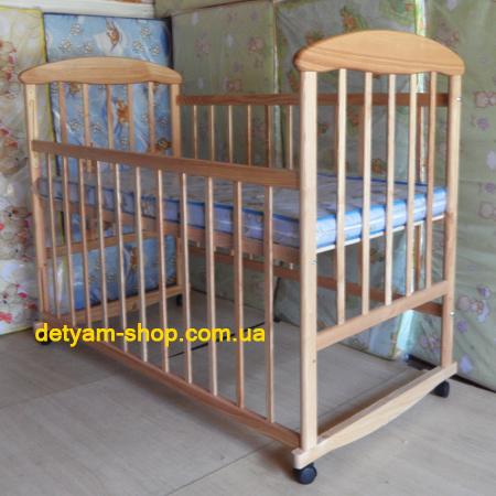 Детская кроватка Наталка ясень натуральный с колесами и качалкой