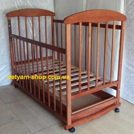 Детская кроватка Наталка ясень тонированный с ящиком, колесами и качалкой